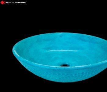 Mavi renkli porselen lavabo