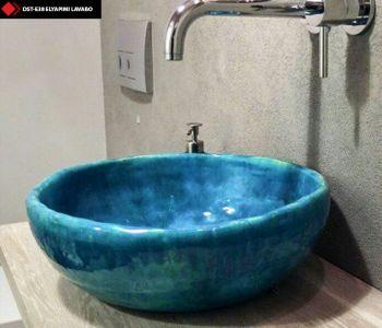 Turkuaz mavi renkli porselen lavabolar
